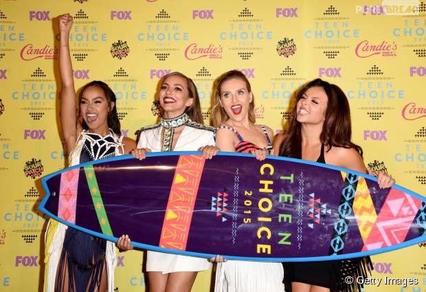 Meninas do Little Mix comemoram prêmio no Teen Choice Awards