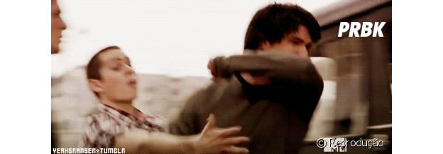 "Em ""Teen Wolf"", Scott (Tyler Posey) e Stiles (Dylan O'Brien) se ajudam nas brigas"