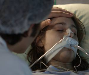 """Rafael (Chay Suede) está disposto a passar o maior tempo possível ao lado de Laís (Luisa Arraes), em """"Babilônia"""""""