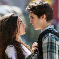 """Novela """"Malhação"""": Rodrigo (Nicolas Prattes) protege Luciana e clima rola solto no ar!"""
