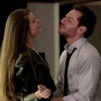 """Novela """"Verdades Secretas"""": Alex pede calcinha de Angel (Camila Queiroz) durante jantar com Carolina"""