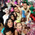 Miley Cyrus e sua turma nos bastidores do VMA 2015