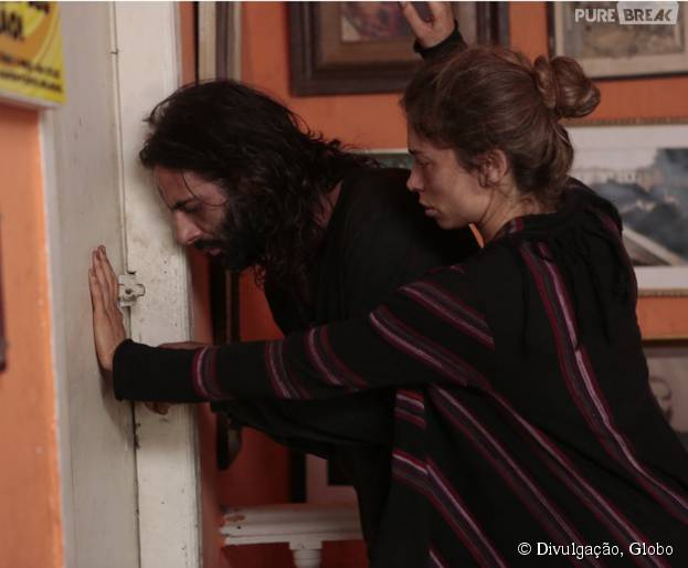 """Em """"Verdades Secretas"""": Larissa (Grazi Massafera) e Roy (Flavio Tolezani) são expulsos de apartamento!"""