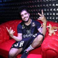 """Caio Castro, de """"I Love Paraisópolis"""", beija desconhecida em festa após o Rock in Rio"""