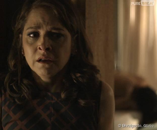 """Em """"Verdades Secretas"""": Carolina (Drica Moraes) flagra Angel (Camila Queiroz) e Alex (Rodrigo Lombardi) na cama!"""