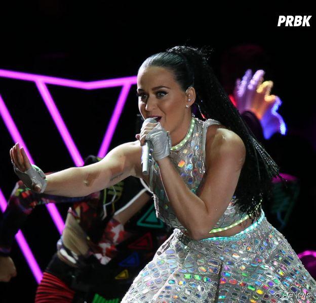 """Katy Perry faz último show da turnê """"Prismatic Tour"""" no Brasil"""