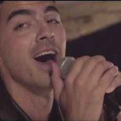 "Joe Jonas e sua banda DNCE liberam lyric video de ""Cake By The Ocean"". Vem ver!"