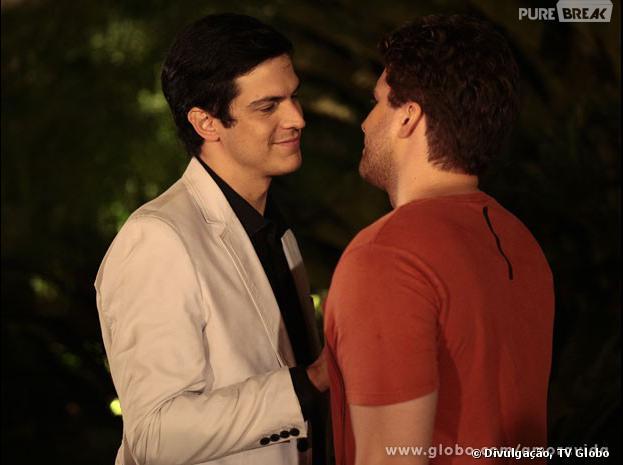 """Em """"Amor à Vida"""", Niko (Thiago Fragoso) chamará Félix (Mateus Solano) para um jantar romântico"""