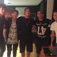 Até na foto dos amigos Neymar e Gabriel Medina... Olha hoverboard lá!
