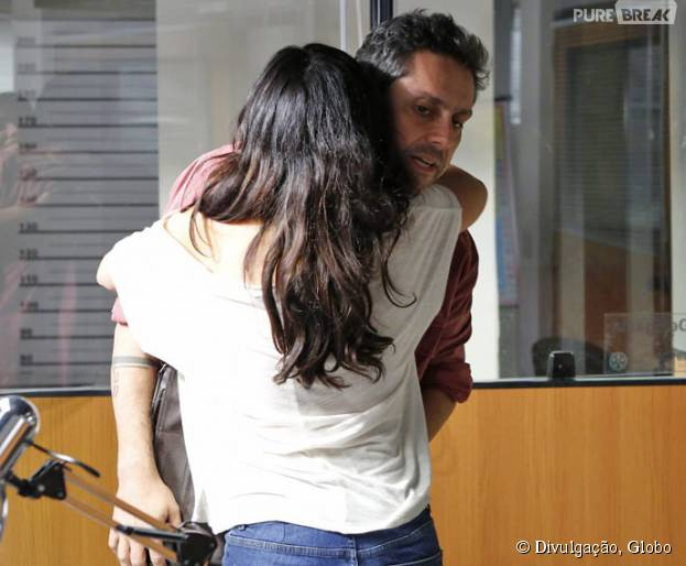"""Em """"A Regra do Jogo"""": Romero (Alexandre Nero) salva Tóia (Vanessa Giácomo) de abuso!"""