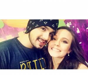 Que lindos! Luan Santana e Larissa Manoela fizeram selfie nos bastidores do Meus Prêmios Nick 2015, e atriz divulgou para os fãs