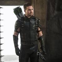 """Em """"Arrow"""": na 4ª temporada, Oliver fica em perigo depois de bomba sobre Damien Darhk!"""