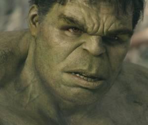 """Em """"Os Vingadores 2"""", o gigante verde protagoniza cenas de romance ao lado da Viúva Negra (Scarlett Johansson)"""