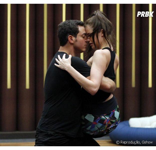 Agatha Moreira faz pose sensual no ensaio de tango
