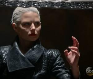 """Em """"Once Upon a Time"""": na 5ª temporada, Emma (Jennifer Morrison)deixa a Excalibur de forma completa"""