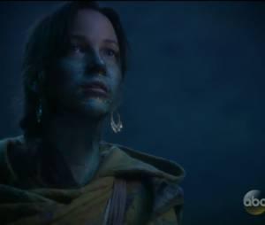 """Em """"Once Upon a Time"""": na 5ª temporada, apaixonada por Merlin (Elliot Knight), Nimue (Caroline Ford) se torna a Senhora das Trevas original"""
