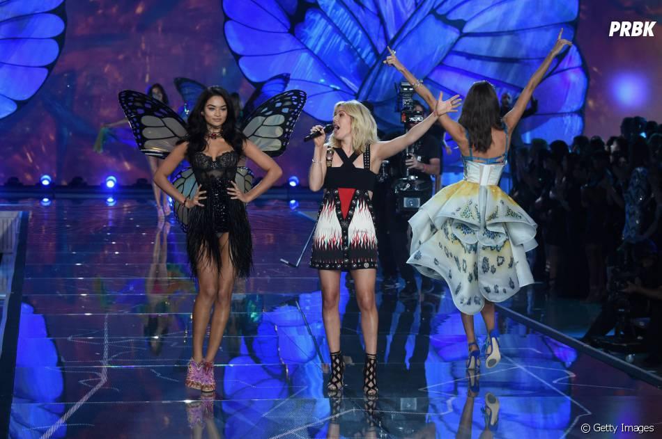 Substituindo Rihanna, Ellie Goulding cantou seus hits no Victoria's Secret Fashion Show 2015