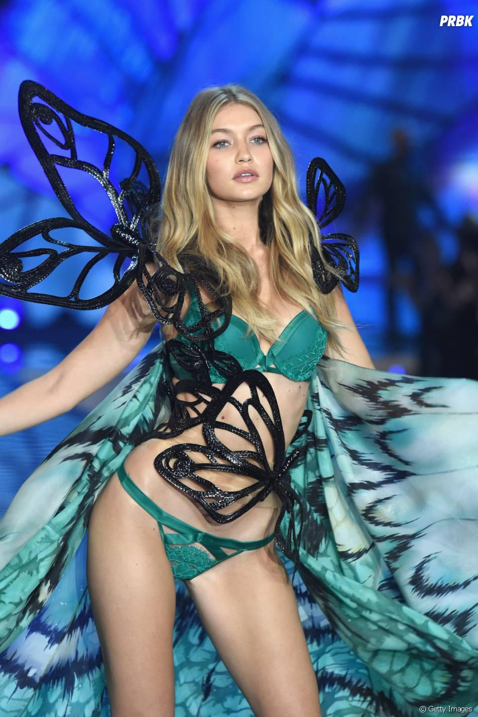 Gigi Hadid brilhacomo angel no Victoria's Secret Fashion Show 2015