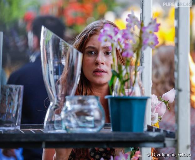 """Em """"Totalmente Demais"""": Eliza (Marina Ruy Barbosa) observa Arthur (Fábio Assunção)"""