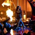 "Selena Gomez coloca fogo no palco do American Music Awards 2015 cantando""Same Old Love"""