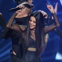 Selena Gomez bate recordes nas redes sociais e comemora com apresentação bombástica no AMA 2015