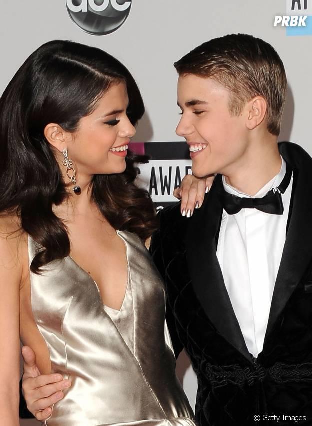 Justin Bieber e Selena Gomez trocam olhares e fazem todo mundo se derretem com a fofura!
