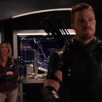 """Em """"Arrow"""": na 4ª temporada, Felicity é levada pelo inimigo em vídeo estendido da midseason finale!"""
