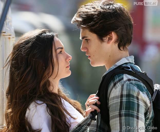 """Em """"Malhação"""", Rodrigo (Nicolas Prattes) e Luciana (Marina Moschen) se beijam, mas são interrompidos por invasão de lutadores!"""