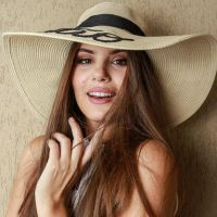 """Camila Queiroz, após """"Verdades Secretas"""", revela: """"Me chamam de Angel até hoje"""""""