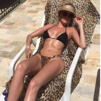 Bárbara Evans publica foto de biquíni no Instagram e recebe elogios pelo corpão!