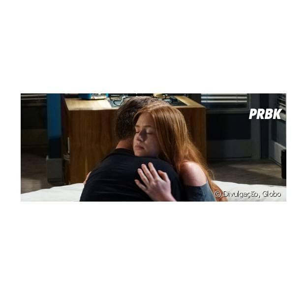 """Em """"Totalmente Demais"""", Arthur (Fábio Assunção) fala sobre Jonatas (Felipe Simas) para Eliza (Marina Ruy Barbosa) e diz que vendedor não serve para namorar modelo!"""