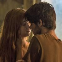 "Novela ""Totalmente Demais"": Eliza (Marina Ruy Barbosa) visita Jonatas na cadeia e se emociona!"