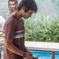 """Novela """"Totalmente Demais"""": Fabinho (Daniel Blanco) acusa Jonatas de roubar o relógio de Lili!"""