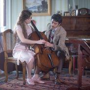 """Em """"Ligações Perigosas"""": Cecília (Alice Wegmann) conhece Felipe e resolve fazer aula de violoncelo"""