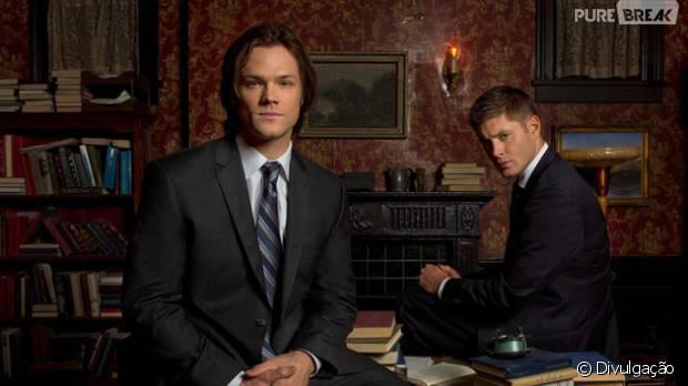 "Em ""Supernatural"": Sam (Jared Padalecki) e Dean (Jensen Ackles) tentam acabar com música mortal!"