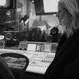 """No clipe de """"Army"""",Ellie Goulding aparece em estúdios"""