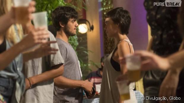 """Em """"Totalmente Demais"""", Jonatas (Felipe Simas) e Leila (Carla Salle) se aproximam e rola clima!"""