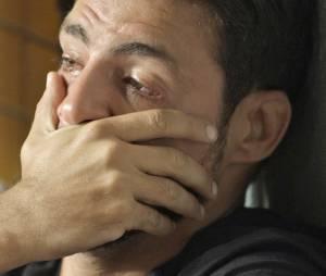 """Em """"A Regra do Jogo"""": Juliano (Cauã Reymond) chora muito ao descobrir que Tóia (Vanessa Giácomo) está grávida de Romero (Alexandre Nero)"""