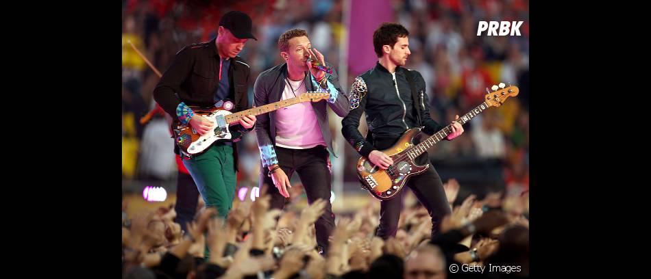 """Coldplay iniciou o show com """"Viva La Vida"""", mas também cantou os sucessos """"Fix You"""" e """"Adventure Of A Lifetime"""""""