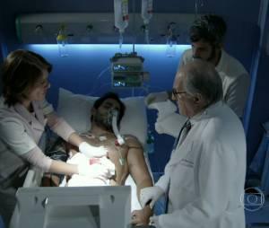 """Em """"Amor à Vida"""",Ninho (Juliano Cazarré) foi operado às pressas no Hospital San Magno com facadas na barriga"""