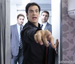 """Félix (Mateus Solano) foi atrás de Aline (Vanessa Giácomo) no avião em""""Amor à Vida"""""""