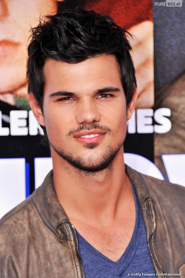 Taylor Lautner comemora 22 anos de pura beleza!