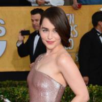 """Emilia Clarke de """"Game of Thrones"""" é eleita a mulher mais desejada de ano"""