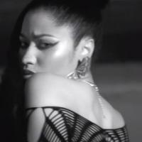 """Nicki Minaj lança clipe de """"Lookin Ass Nigga"""" e sensualiza em deserto"""