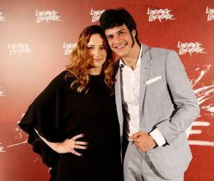 """Mateus Solano apareceu acompanhado da esposa Paula Braun na festa de lançamento de """"Liberdade, Liberdade"""""""