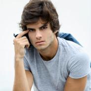"""Daniel Blanco, de """"Totalmente Demais"""", se compara a Fabinho e fala sobre o que gosta em uma mulher!"""