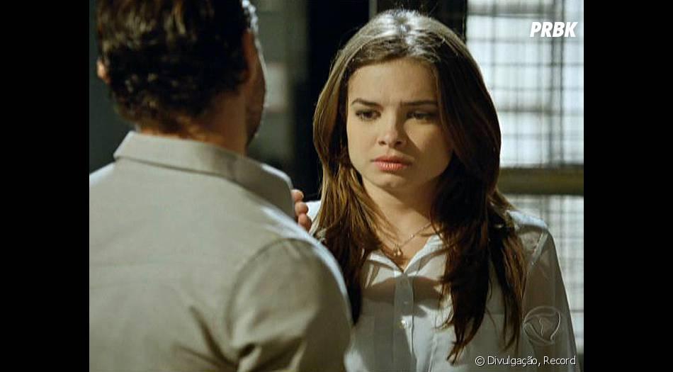"""Silvinha (Lua Blanco) não está preparada para fazer sexo com Romeu (Bernardo Valesco) em""""Pecado Mortal"""""""