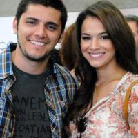"""Bruna Marquezine e Bruno Gissoni farão cenas quentes na novela """"Em Família"""""""