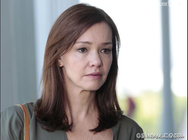 """Helena (Julia Lemmertz) vai dizer que perdeu o bebê de Laerte (Gabriel Braga Nunes) na novela """"Em Família"""""""
