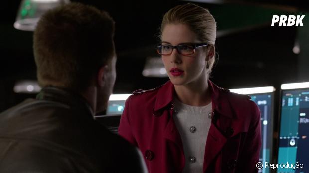 """Em """"Arrow"""": Felicity (Emily Bett Rickards) vai escolher entre ficar com Oliver (Stephen Amell) ou voltar para a equipe!"""